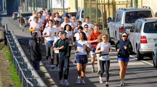 Alla corsa partecipano bambini e adulti insieme