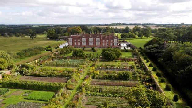 Il giardino di Helmingham Hall – Foto: helmingham.com