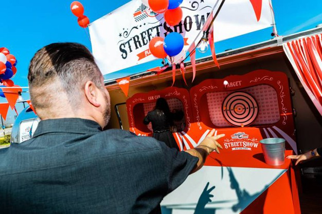 Il fondatore di America Graffiti, Riccardo La Corte, mentre gioca a Target