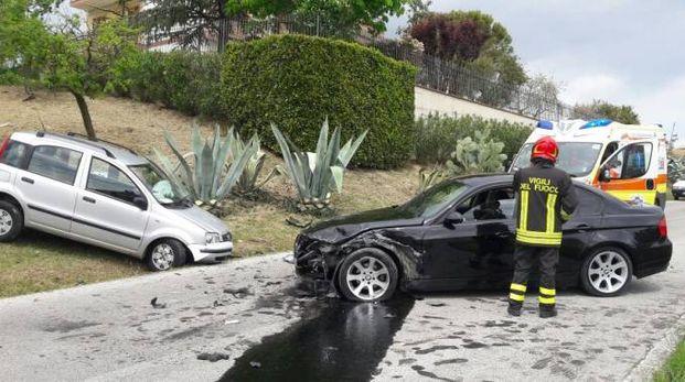 Le due auto che si sono scontrate frontalmente a Montegranaro (Foto Zeppilli)