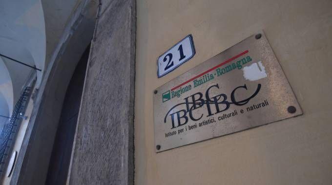 L'ingresso dell'Ibc, in via Galliera (Schicchi)