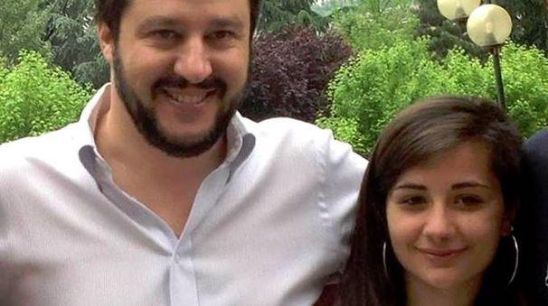 La foto postata su Facebook da Salvini insieme a Vittoria