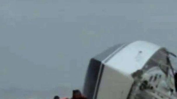 Barca su scogli,trovati corpi 3 dispersi