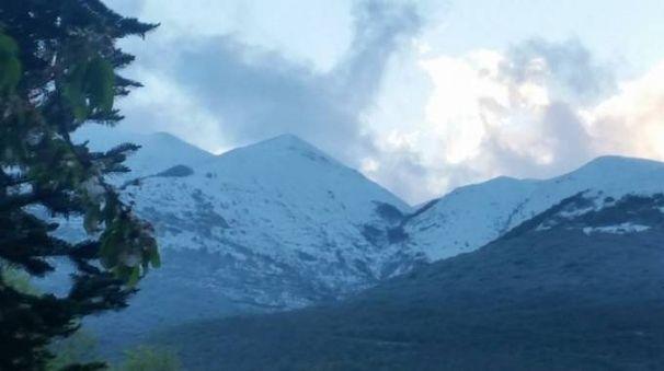 Neve a Castelluccio di Norcia (Ansa)