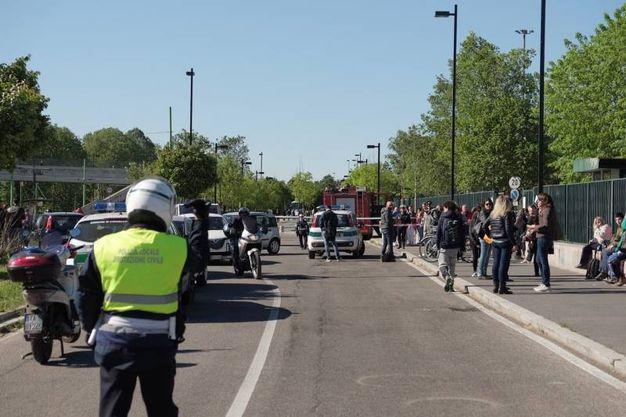 Allarme bomba al Parco Nord Milano: scuole evacuate, artificieri al lavoro