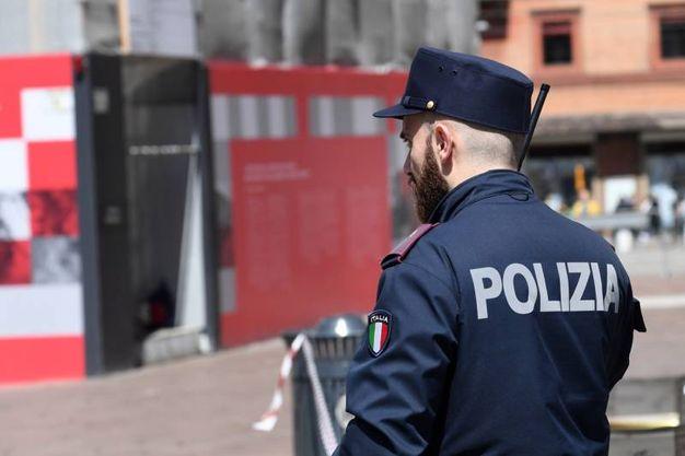 La polizia in azione in piazza (Schicchi)
