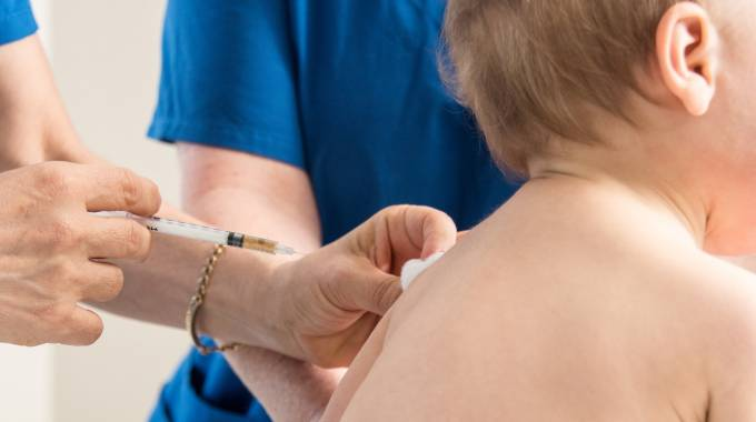 Infermiera, vaccini (foto iStock)