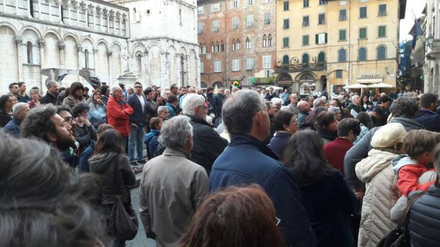Lucca,  manifestazione per la liberazione di Gabriele Del Grande