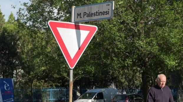 Il cartello nel quartiere di Sant'Eusebio