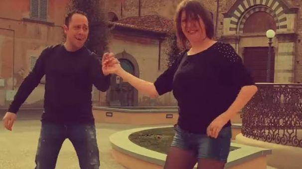 Una sequenza del video girato dagli iscritti al gruppo Facebook  «Sei di Prato se...» per festeggiare i loro primi tre anni di vita