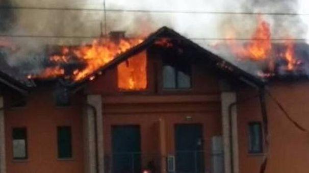 L'incendio nel caseggiato di via Inglesina