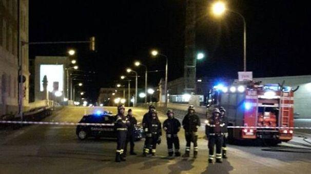 Il ponte di via Matteotti chiuso al traffico per l'allarme bomba di ieri notte (Schicchi)