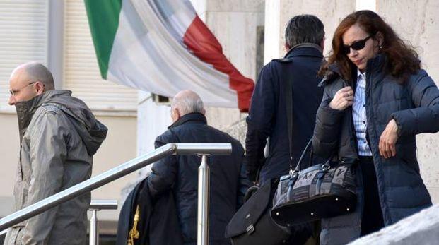 Ragazza suicida, il padre e la madre all'uscita dal tribunale (Fantini)