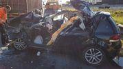 L'auto distrutta dopo l'incidente