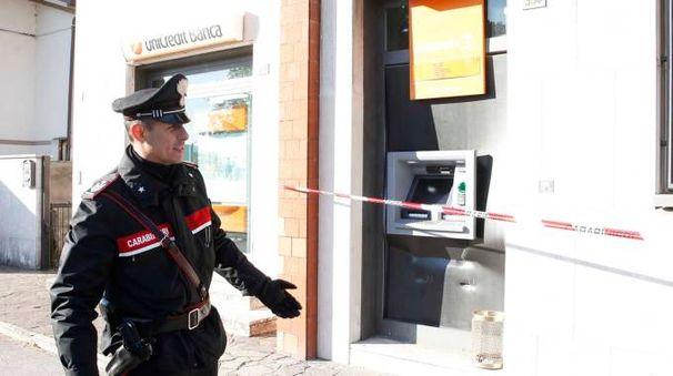 SUL POSTO I carabinieri a Mezzano stamattina