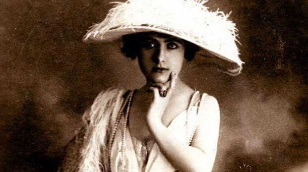 Elena Seracini Vitiello, alias Francesca Bertini, è stata la regina del cinema muto nel 1915. Daniele Nuti la ricorda in un video collage