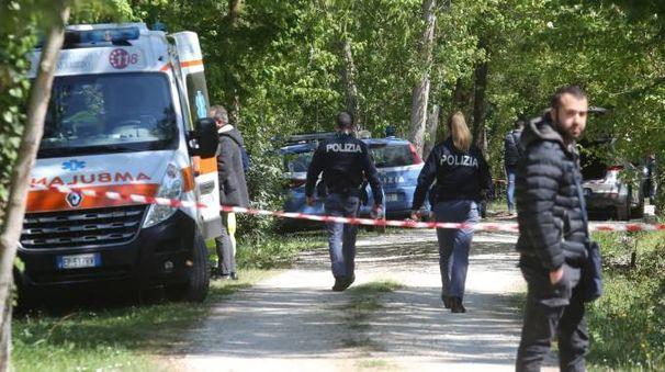 Galluzzo, il corpo carbonizzato di un uomo trovato in un furgone (foto Germogli)