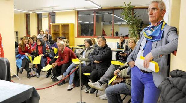 La protesta dei dipendenti comunali in consiglio