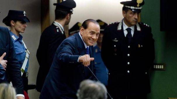 Silvio Berlusconi anell'aula del tribunale di Napoli nel 2014 (Ansa)