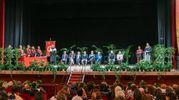 Lo scenario è stato il teatro dell'Aquila, pieno di amici e parenti, con il vice sindaco Francesco Trasatti a salutare i giovani (Foto Zeppilli)