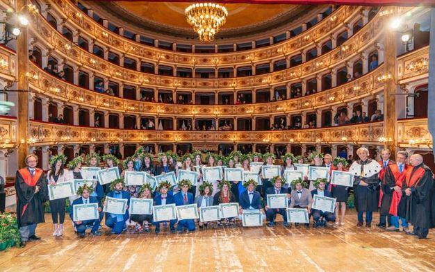 Il rettore dell'università Politecnica delle Marche Sauro Longhi ha voluto  celebrare nel cuore della città di Fermo la cerimonia di laurea dei suoi ragazzi (Foto Zeppilli)
