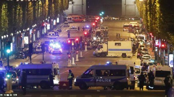 Parigi, gli Champs-Élysées dopo l'attentato