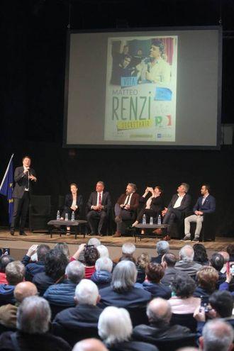 """Poi al teatro Verdi l'attacco a Grillo. """"Noi ci fidiamo dei medici, non dei comici di Genova"""" (Foto Ravaglia)"""