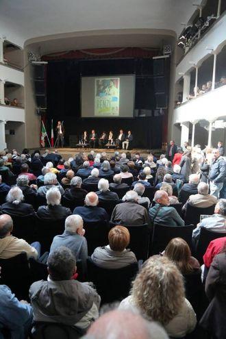 L'ex premier Matteo Renzi, arrivato a Cesena per l'incontro in vista delle primarie del Pd del 30 aprile (Foto Ravaglia)