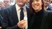 Renzi si è intrattenuto, prima dell'incontro al Teatro Verdi, con Alice Pignatti, la madre cesenate che negli scorsi anni ha avviato una piattaforma su cui ha raccolto 35.000 firme per chiedere una mano alla politica e dire di cambiare sui vaccini (Foto Ravaglia)