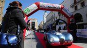 Equipaggi della 500Miglia radunati in piazza della Vittoria in attesa della partenza