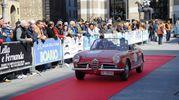 Equipaggi della 500 Miglia Touring radunati in piazza della Vittoria in attesa della partenza