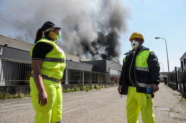 """L'incendio nell'azienda """"Piatti Freschi Italia"""" (Newpress)"""