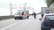 A seguito dei gravi traumi riportati nello scontro, l'anziano è stato trasportato d'urgenza in eliambulanza all'ospedale regionale di Ancona (Foto Zeppilli)