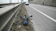 Un anziano che stava viaggiando in sella alla sua bicicletta è stato urtato da un furgone in corsa e nell'impatto è caduto a terra (Foto Zeppilli)