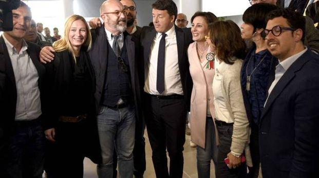 Matteo Renzi a Jolanda di Savoia assieme a una delegazione di sindaci ferraresi del Pd