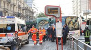 L'incidente fra autobus e tram in via Farini (Newpress)