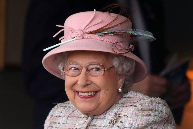 La regina al Dubai Duty Free Spring Trials and Beer Festival a Newbury (Lapresse)