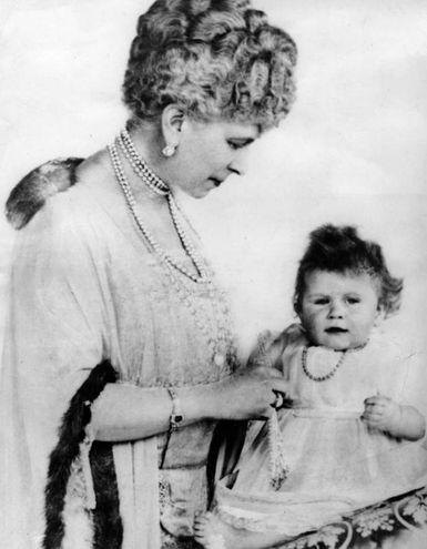 Nel giorno del suo primo compleanno, il 21 aprile 1927 (Olycom)