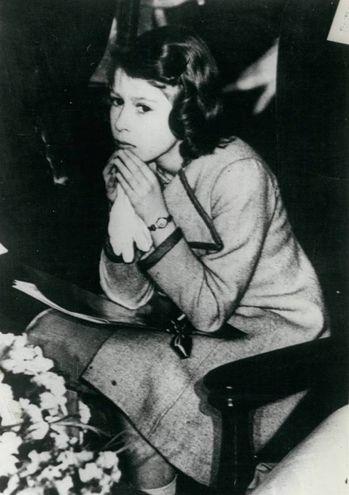 Elisabetta nel 1945 (Olycom)