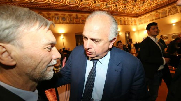 Il ministro Delrio con il sindaco di Urbino Gambini (fotoprint)