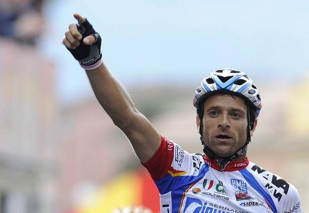 Michele  Scarponi del team Diquigiovanni-Androni Giocattoli esulta per la seconda vittoria in questa edizione della corsa rosa al termine della 18esima tappa del 92° Giro d'Italia Centoanni di ciclismo, da Sulmona a Benevento per 182 km, oggi 28 maggio 2009 (Foto Ansa)