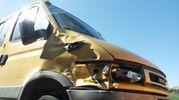 Il furgone ammaccato dopo l'urto con il ciclista Scarponi (foto Santini)