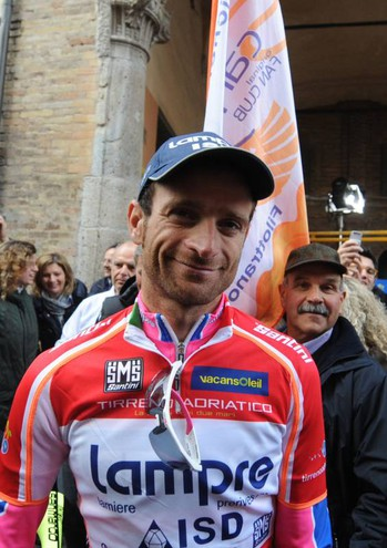 Per lui inutili i soccorsi. Scarponi era diventato professionista dal 2002 e gareggiava per l'Astana, con cui si preparava ad affrontare il prossimo Giro d'Italia al posto di  Fabio Aru (Foto Calavita)
