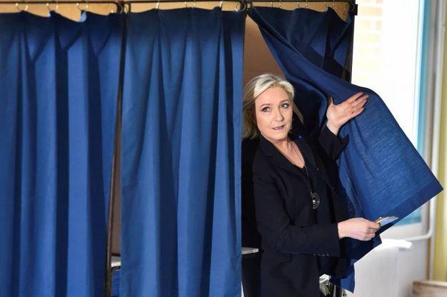 Marine Le Pen al seggio di Henin-Beaumont (Afp)