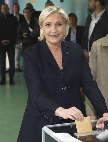 Marine Le Pen al seggio di Henin-Beaumont (Ansa)