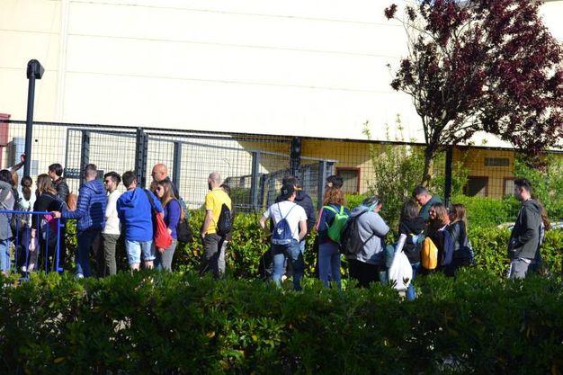 Già dal primo pomeriggio di sabato le persone erano in fila per il concerto di Fedez e  J-Ax a Pesaro
