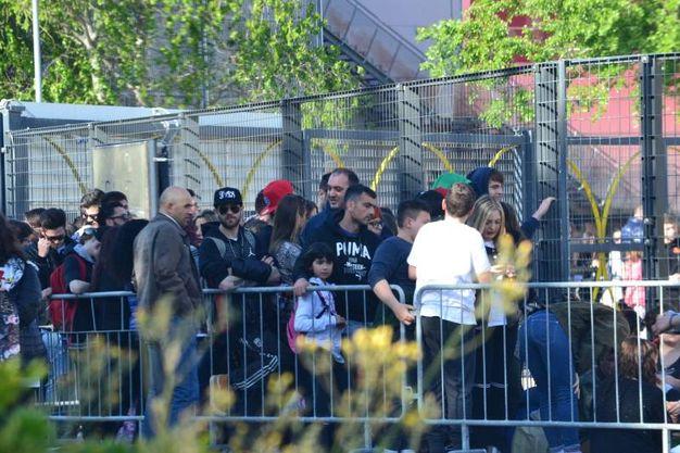 Dal primo pomeriggio di sabato le persone erano in fila per il concerto di Fedez e  J-Ax a Pesaro
