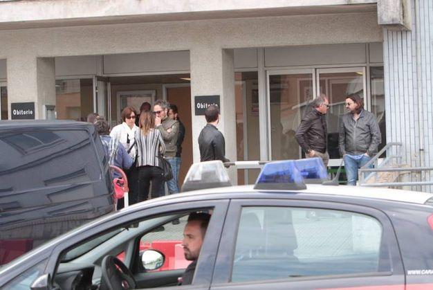 Tante persone alla camera ardente di Scarponi (foto Antic)