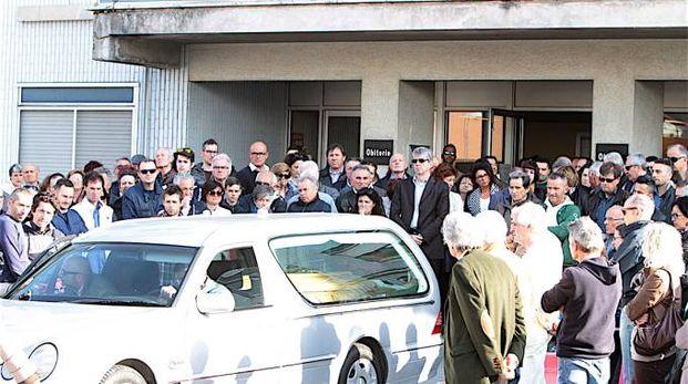 La camera mortuaria a Torrette per l'addio a Michele Scarponi (Foto Antic)
