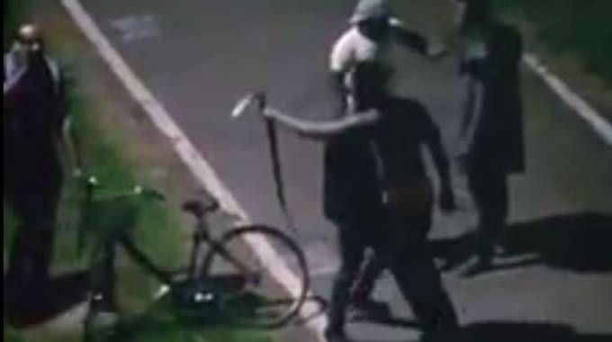 Ferrara, maxi rissa in zona Gad. Due gruppi si affrontano a colpi di cinghie e bottiglie